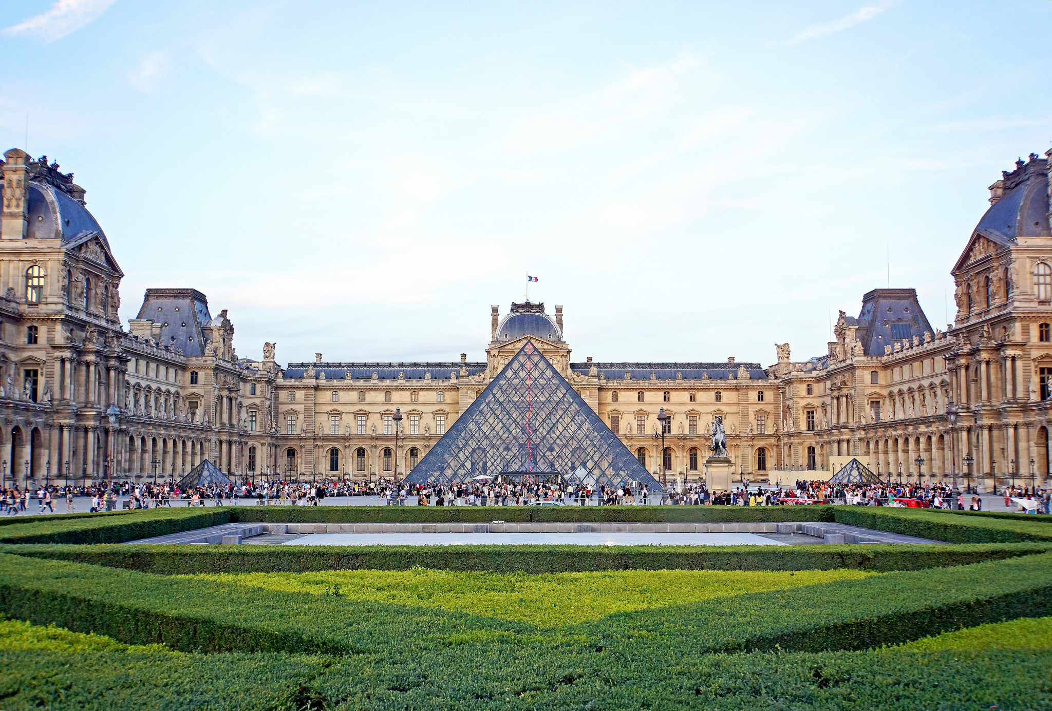 louvre_museum_things_to_do_in_europe