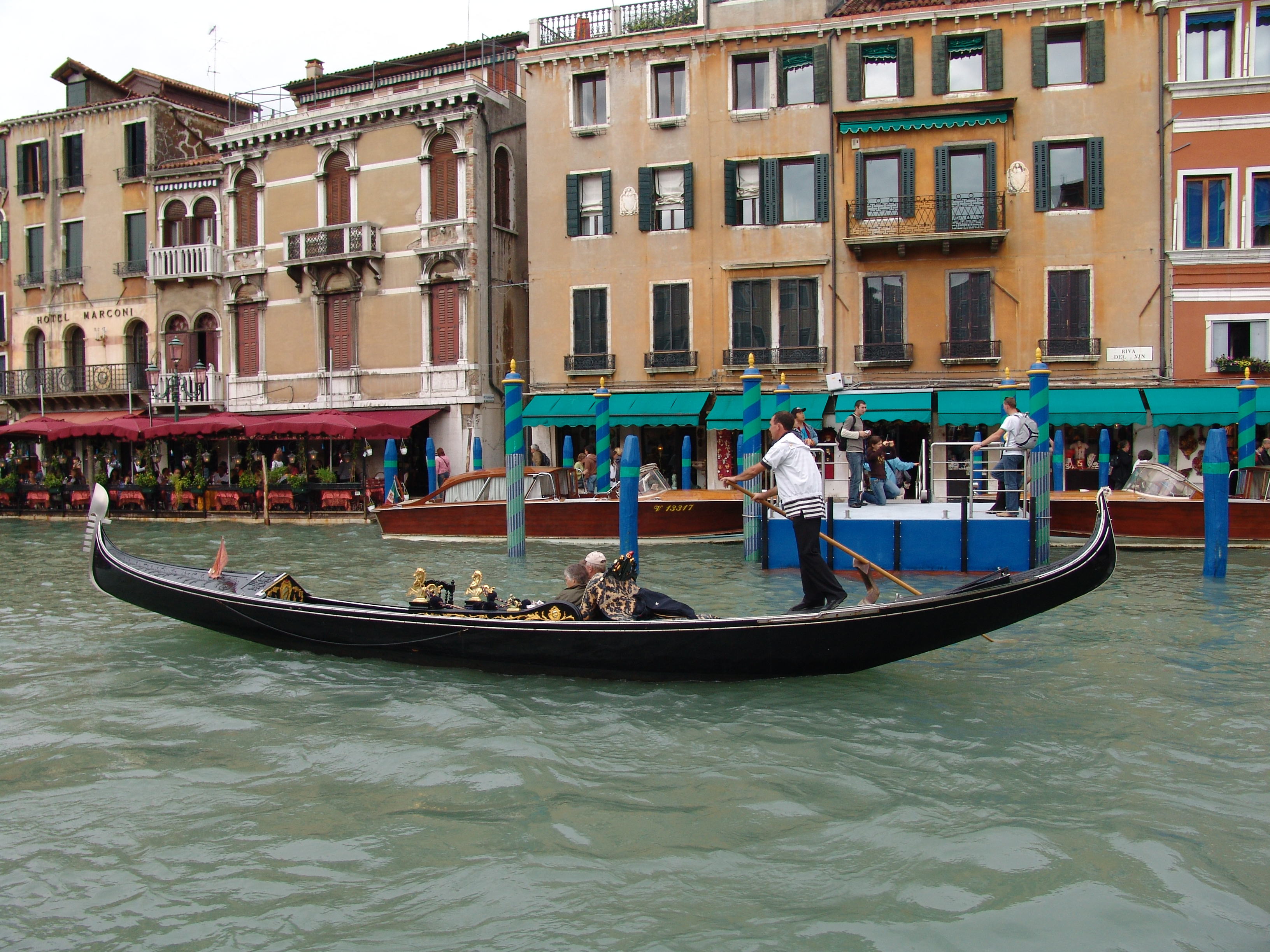 venice_gondola_ride_things_to_do_in_europe