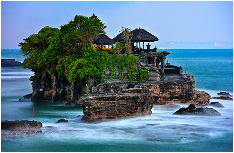 Tanah-Lot-Temple-in-Bali-Tour-Packages