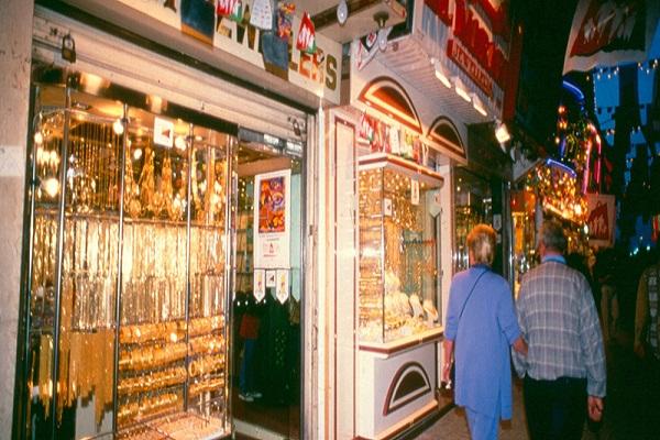 Dubai-Shop-at-The-Best