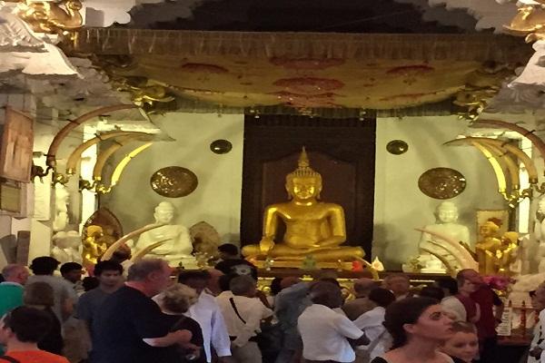 Tooth-Relic-Temple-in-Sri-lanka