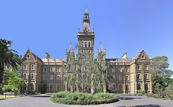 Parkville_Melbourne_University_(Ormond_College)