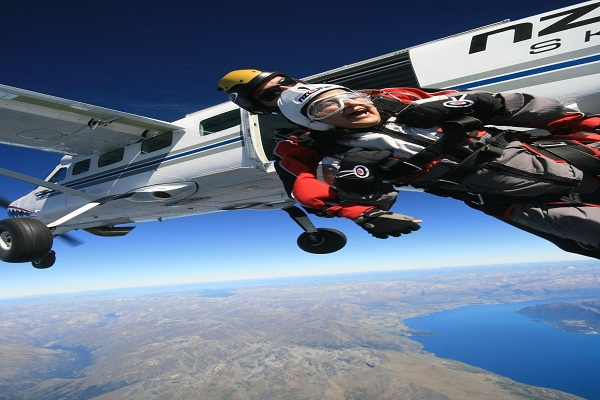 Sky-Diving-Jumping