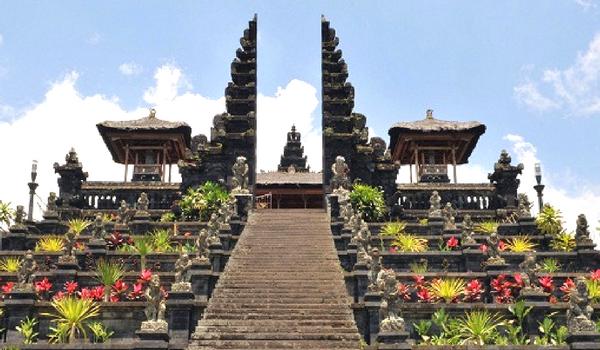 A Hindu Island in Bali - Flamingo Travels